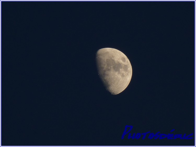 La lune dans Dans le ciel p1010563